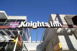 KnightsInnSign